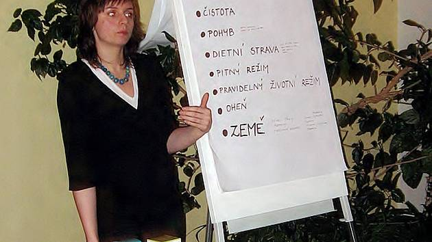 Tereza Viktorová při besedě v chebském klubu Energy