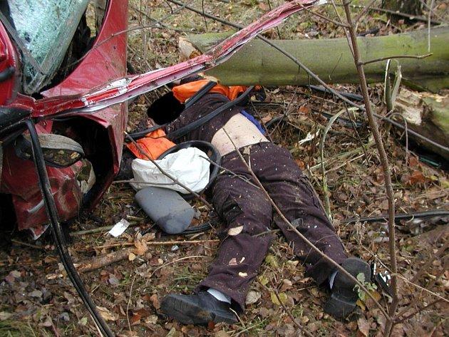 TAKOVÉ  A JEŠTĚ  BRUTÁLNĚJŠÍ FOTOGRAFIE zveřejnil jeden z chebských hasičů na internetovém portálu www.lidé.cz. V současné době jsou už fotografie odstraněné.