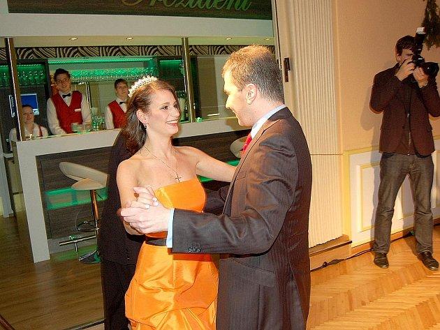 Nekonečný aplaus, nejrůznější emoce a zářivé úsměvy provázely finále charitativní soutěže Missis 2012, které se odehrálo v mariánskolázeňském divadle.