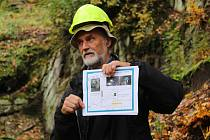Ve skále pod hradem Vildštejn se nachází jedinečná seismologická stanice. Geologové sem zavítali i během speciální geovycházky v loňském roce.