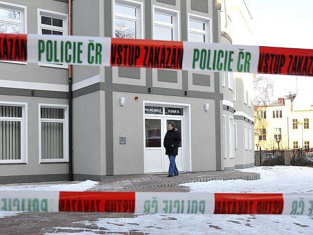 Krádež vloupáním do objektu polikliniky v Májové ulici v Chebu se podařilo odhalit chebským policistům.