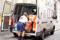 ČERVENÝ KŘÍŽ v Chebu se už brzy dočká své vlastní dodávky, doteď se musel spoléhat na pomoc jiných, jako letošní při povodňové sbírce.