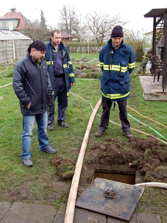 Řádění přírodních živlů na Chebsku - vyplavený rodinný dům v Dolních Dvorech