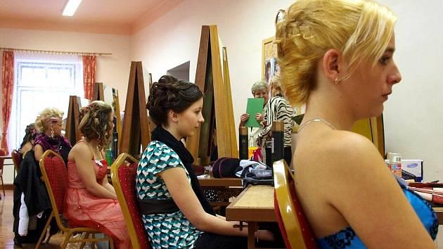 Kadeřnice z chebské ISŠ předvedly svou šikovnost.