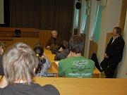 Pokusy anglického chemika Michaela Londesborougha pro chebské gymnazisty