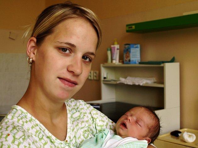 RADEK DUBSKÝ přišel na svět vpátek, první májový den v10.52. Při narození vážil 2730 gramů a měřil 47 centimetrů. Maminka Kateřina řekla, že si tatínek Radek zaslouží poděkování za krásné miminko a už se nemůže dočkat návratu do Františkových Lázní.