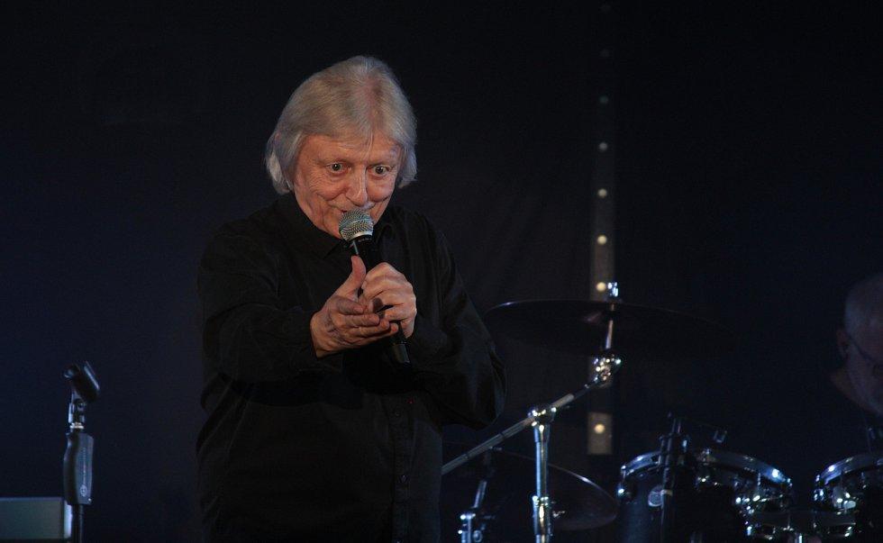Václav Neckář zpíval a slavil v Mariánských Lázních