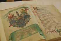 MAGDEBURSKÁ KRONIKA. Bohatě ilustrovaný rukopis je při běžných prohlídkách zámku Kynžvart schovaný v trezoru. O víkendu si ho ale bude moci veřejnost prohlédnout.