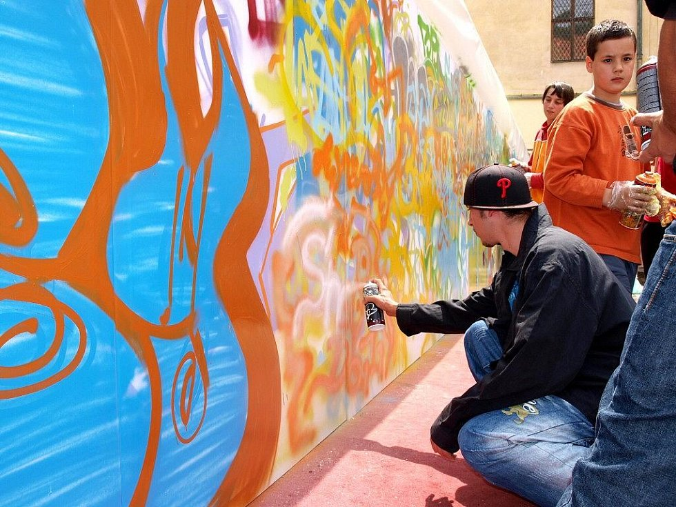 Galerie výtvarného umění v Chebu uspořádala velkou graffity akci.