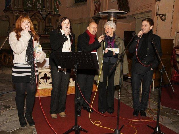 Sérii vánočních koncertů si pro svoje fanoušky v regionu připravilo také vokální duo Trifanky (ve složení - chebská podnikatelka Irena Novotná a starosta Nového Kostela Oto Teuber).