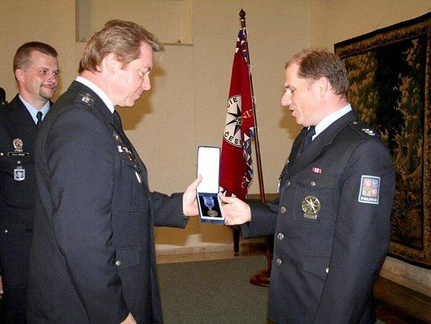 Ocenění se dostalo policistům cizinecké policie z chebského regionu.