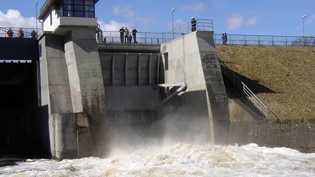 Hráz přehrady Skalka u Chebu