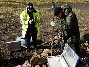 Pracovníci ćeského Geofyzikálního ústavu jezdí jednou ročně studovat zemětřesení i na Island.