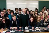 PROJEKT PŘÍBĚHY BEZPRÁVÍ míří do škol Karlovarského kraje.
