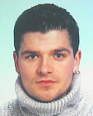 VÍTEK Zdeněk,narozen 7.1.1976, trvale bytem Hranice, ulice U Pošty 182