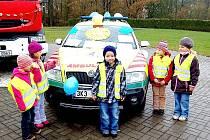 ADÁMEK Šauša (před autem) si nemohl Alexe vynachválit. Vozidlo mělo ihned po svém představení desítky malých obdivovatelů.