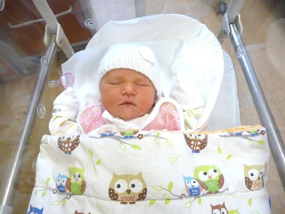 EMA (3,44 kg, 50 cm) se narodila 2. prosince v 9:02 ve FN v Plzni. Na světě ji přivítali rodiče Jana a Radovan Štěpánovi a sourozenci Adam (7) a Radek (4) z Lázní Kynžvart.