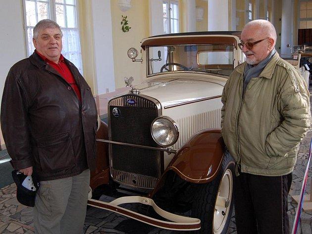 Milovníci historických vozidel si nyní mohou  ve Františkových Lázních užít.