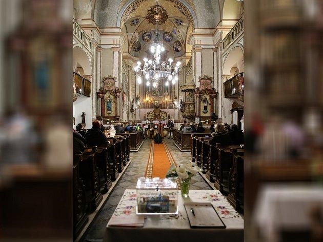 Skalná - Tento rok se stala Skalná Vesnicí roku, ale také zde letos začala oprava kostela sv. Jana Křtitele. Děje se tak v rámci přeshraničního projektu s bavorskou obcí Neusorg, kde upraví svůj kostel sv. Panny Marie.