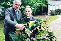 Jaroslav Palas, předseda Českomoravské myslivecké jednoty (vlevo), s jedním z moderátorů soutěže Milošem Skácelem už vybírají kytici pro další ročník Missis.