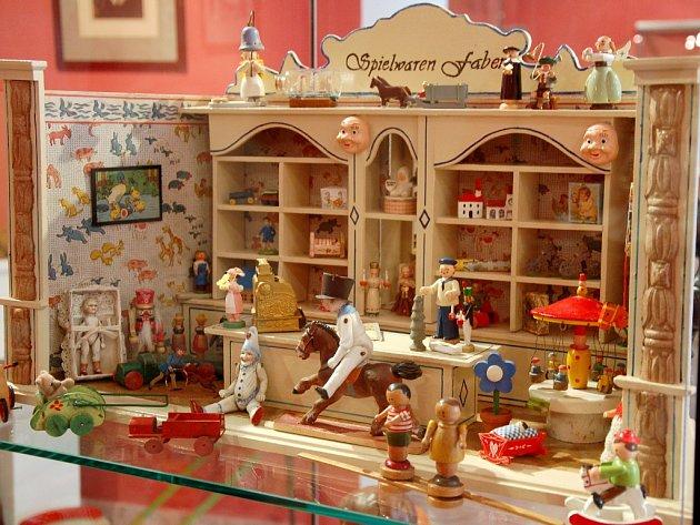 CHEBSKÉ MUZEUM připravilo na prázdniny ideální výstavu - prostory patří hračkám.