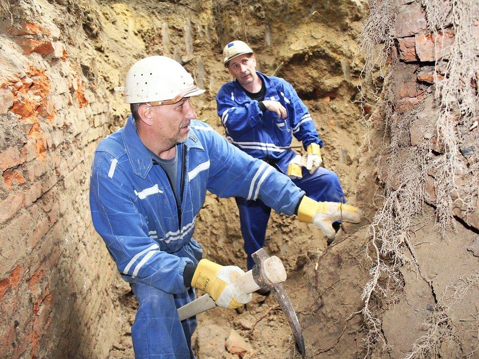 Odborníci se chtějí dozvědět co nejvíce o vyhaslé sopce Komorní hůrkau Františkových Lázní.
