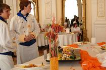 Studenti  hotelové školy v lázních předvedli veřejnosti své dovednosti.