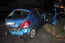 """""""Škoda na jejím voze je 75 tisíc korun,"""" uvedla Martina Hrušková, mluvčí chebských policistů (nehoda na snímku)."""