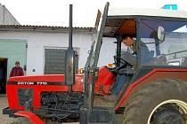 Jízda zručnosti v traktorech