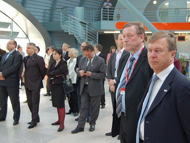 Návštěva ministrů pro místní rozvoj EU v Karlových Varech na letišti