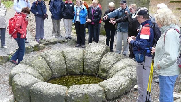 NADŠENCI z Klubu českých turistů pořádali výlet k prameni Ohře v sousedství německého Weissenstadtu.