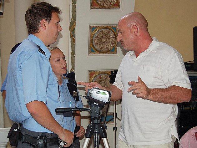 Hned v úvodu se rozhořel boj o kameru, kterou si hodlali pořizovat  záznam opoziční zastupitelé v čele s Ivo Mlátilíkem (na snímku) .