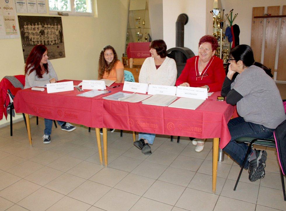Dobrá nálada panovala ve volebním okrsku ve Starém Hroznatově na Chebsku.