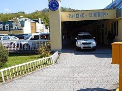 STRÁŽNÍCI DOSTALI PŘIDÁNO. Mariánskolázeňští městští policisté, kteří se přestěhovali z radnice do Parking centra, už při pohledu na výplatní pásku nemusí smutnit