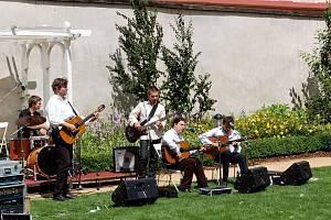 Skupina Mediterian se Chebanům představila v Klášterní zahradě