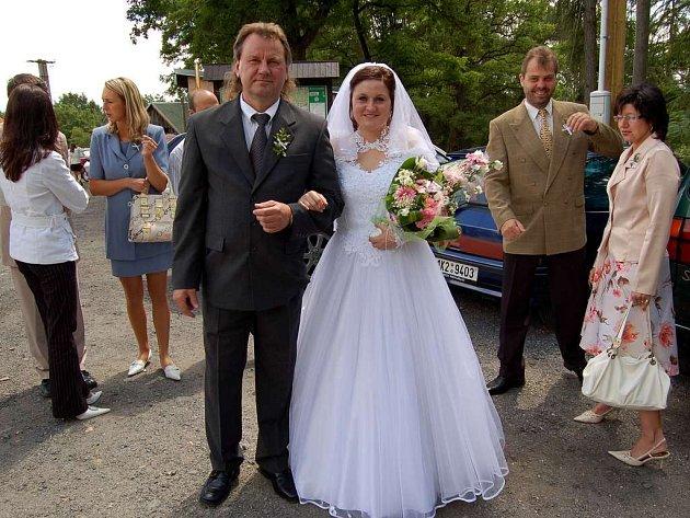 Magické datum 7. 7. 2007 využila na hradě Seeberg také Martina Štenglová z Františkových Lázní. Na snímiku se svým otcem Jaroslavem