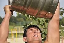Na plovárně Dřenice u Chebu se konala soutěž o nejsilnějšího muže – Dřenický silák. Vítězem se stal Láďa Černý z Chebu