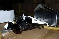Chebští celníci zadrželi brýle, které jsou padělky luxusních značek