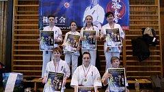 Úspěšní karatisté Shinkyokushinkai karate Františkovy Lázně. Vzadu zleva: Nerad, Jadrná, Novotná, Doan. Vpředu zleva: Trpák, Gavrylyuk a Hůda.