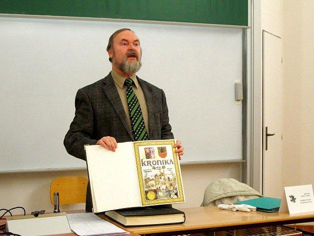 Studentům zpříjemnil den chebský kronikář Jindřich Josef Turek.