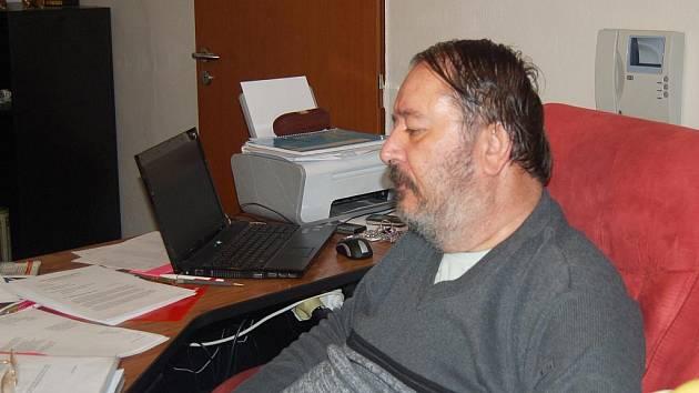 HLADOVKU se rozhodl držet osmapadesátiletý Rudolf Skubenič z Chebu na podporu práva v republice. Svůj protest ukončí až ve chvíli, kdy se v Čechách zřídí komise, která prošetří  jeho podněty.