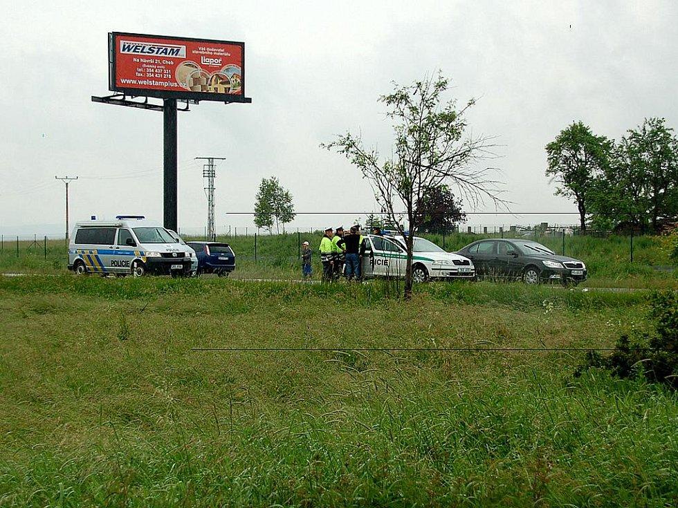 Křižovatka u Františkových Lázní se stala místem další dopravní nehody, došlo zde ke střetu osobního automobilu s nákladním vozem.