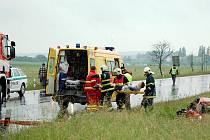 U Františkových Lázní se srazilo osobní a nákladní auto. Obě vozidla skončila mimo silnici.