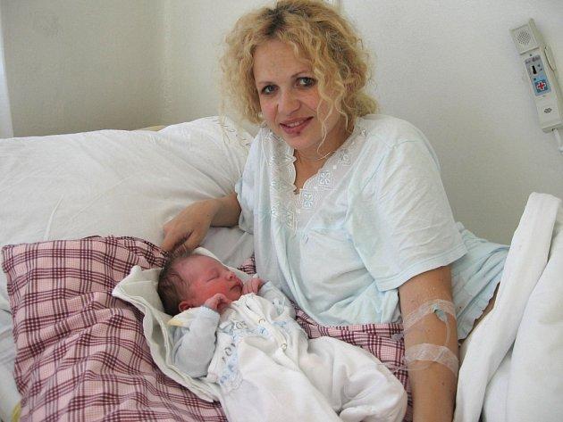 Johanka Janíková z Mariánských Lázní se narodila 1. listopadu. Vážila 3,78 kilogramu a měřila 53 centimetrů. Doma na ni čekají sestřičky Eliška a Anežka