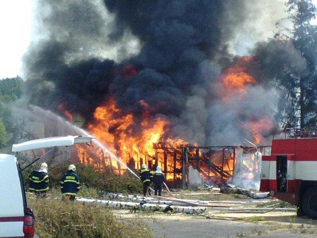 Dobrovolní hasiči ve Třech Sekerách.