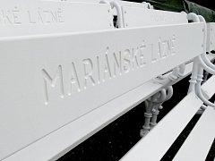 MARIÁNSKÉ LÁZNĚ chtějí ochránit svůj majetek před zloději. Rozhodly se proto lavičky, které se z lázeňských parků ztrácejí, viditelně označit nápisem.