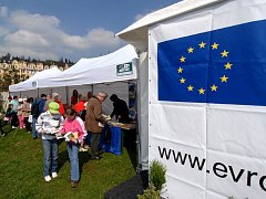 EVROPSKÁ UNIE se v regionu připomněla už v dubnu pořádáním summitu ministrů v Mariánských Lázních. Další akcí, kterou se obyvatelům Chebska dostane do povědomí, jsou červnové volby do Europarlamentu.