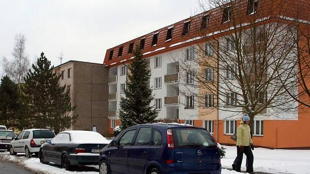 Chebské panelové sídliště Skalka.
