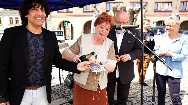 Chebský rodák a zpěvák Hynek Tomm vydal novou desku.