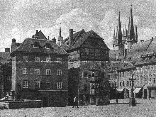 Archívní snímek: Pohled z náměstí Krále Jiřího k chrámu sv. Mikuláše